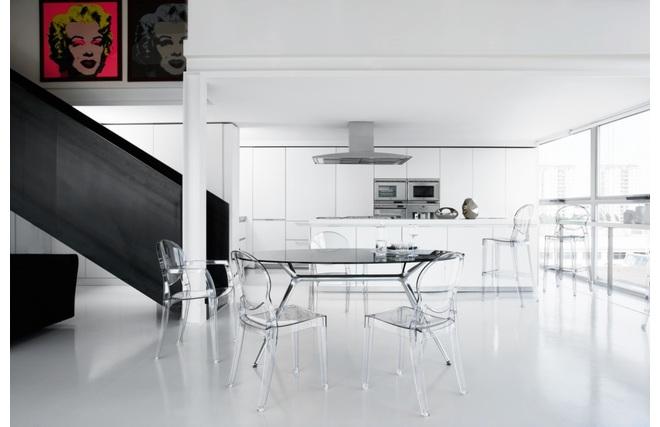 Gruppo di 4 sedie design trasparenti royal miliboo for Sedie moderne trasparenti
