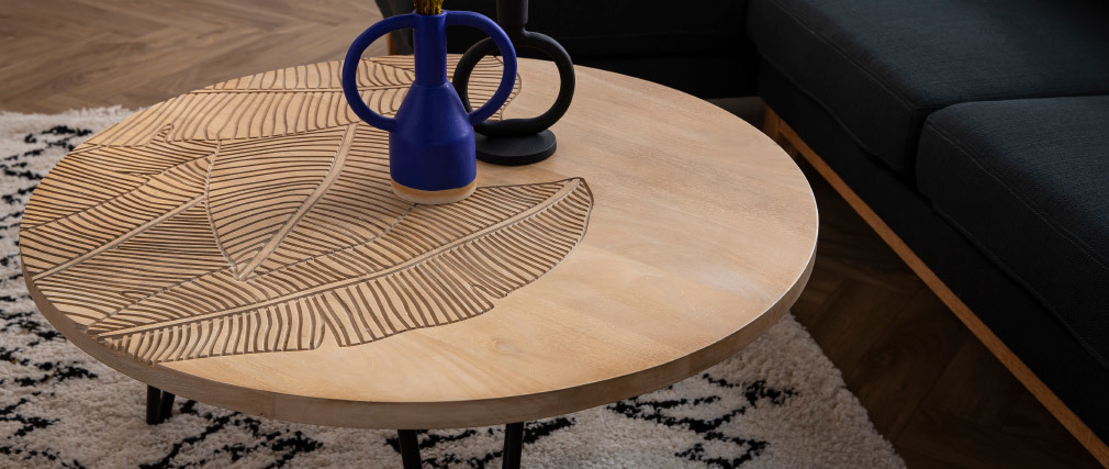 Tavolino basso rotondo inciso in mango e metallo nero VIBES